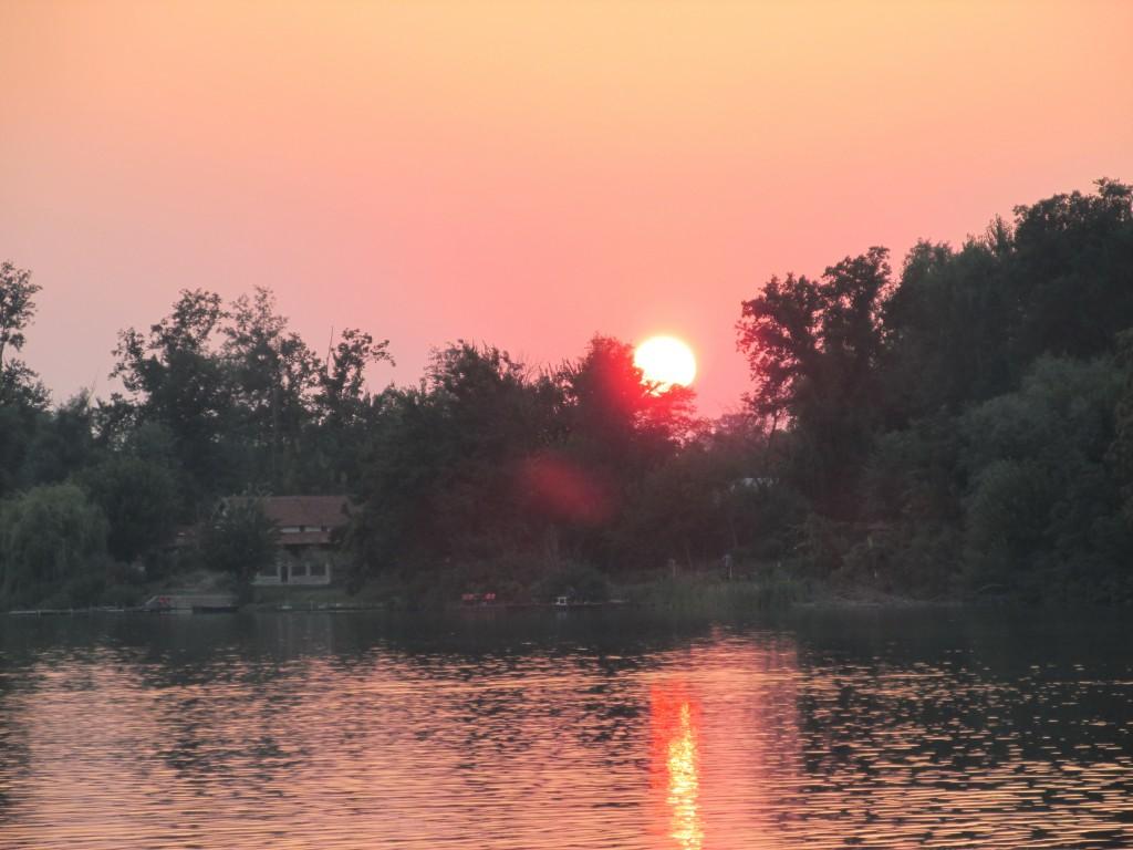 6 sunce nad jezero