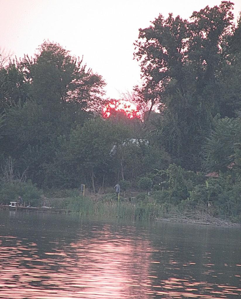 9 sunce nad jezerom