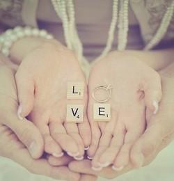 O ljubavi, statusima i papirima